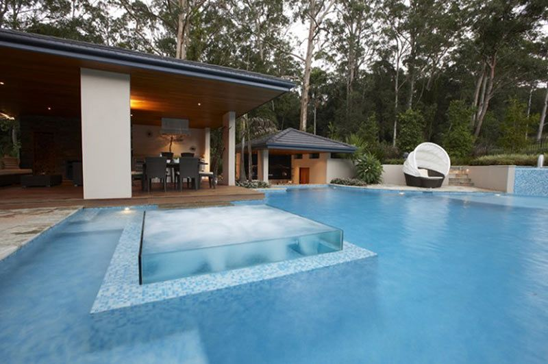 Beautiful pool design with transparent glass jacuzzi spa. | Outdoor ...