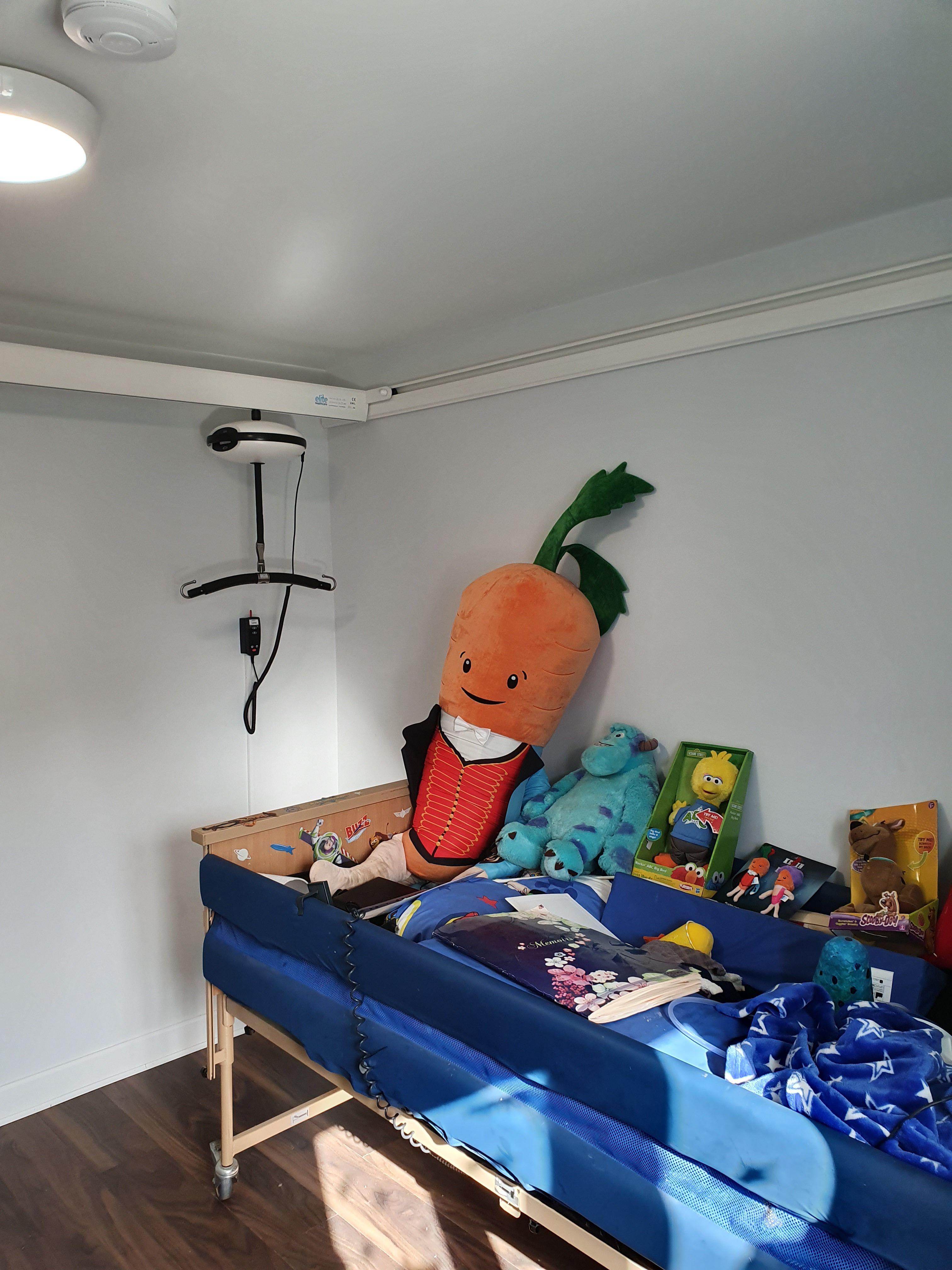 Luna hoist room covering system e track wall fix