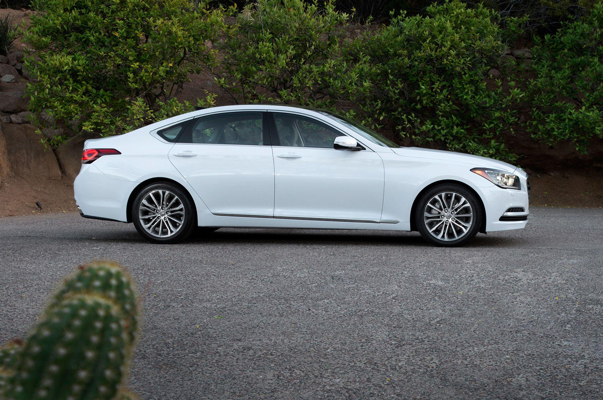 2015 Hyundai Genesis Sedan Side View Lights On