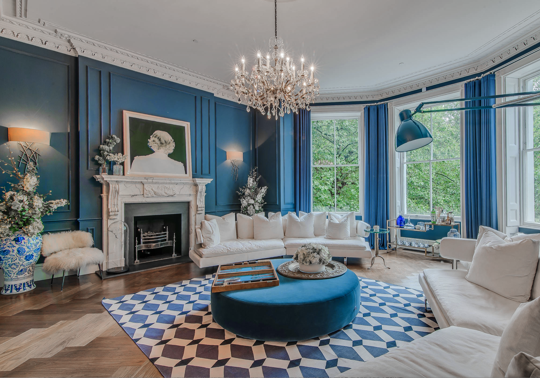 Victorian Style Blue And White Living Room Decor With White Deep Sofa And Crystal C Blue And White Living Room Luxury House Interior Design Living Room Designs