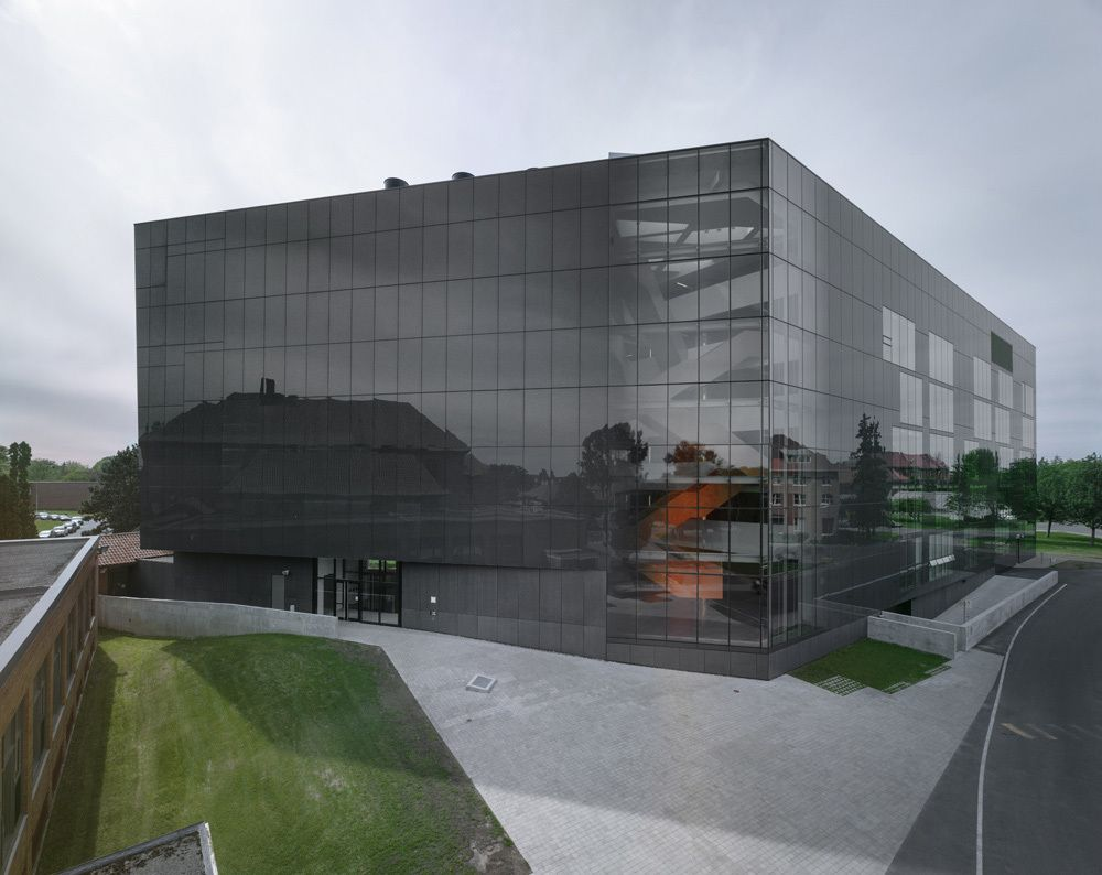 Anne-Marie Edward Science Building at John Abbott College / Saucier + Perrotte architectes