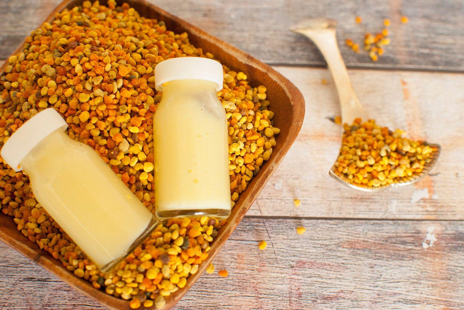 أفضل أنواع غذاء ملكات النحل السائل والكبسولات In 2020 Royal Jelly Royal Jelly Benefits Healty Eating