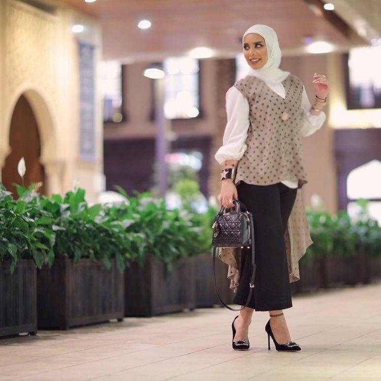 Lifestyle Addicted To Fashion Food Makeup Lawyer To Be Business Inquiries Zori Ashkanani Live Com Z Hijab Fashion Fashion Outfits Islamic Fashion