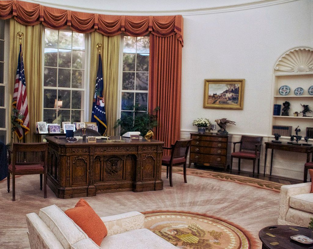 oval office design. Simple Design Hereu0027s How President Trump Has Already Redecorated The Oval Office   HouseBeautifulcom With Design L