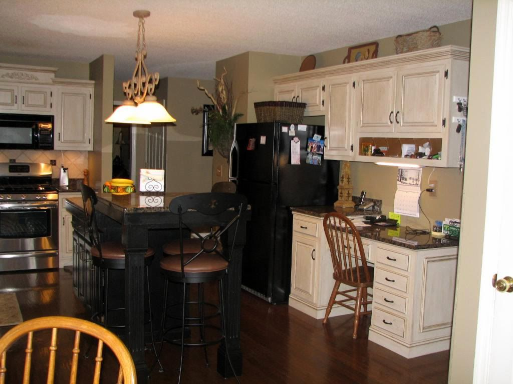 Color Scheme: Black Appliances, Off White Cabinets, Sage