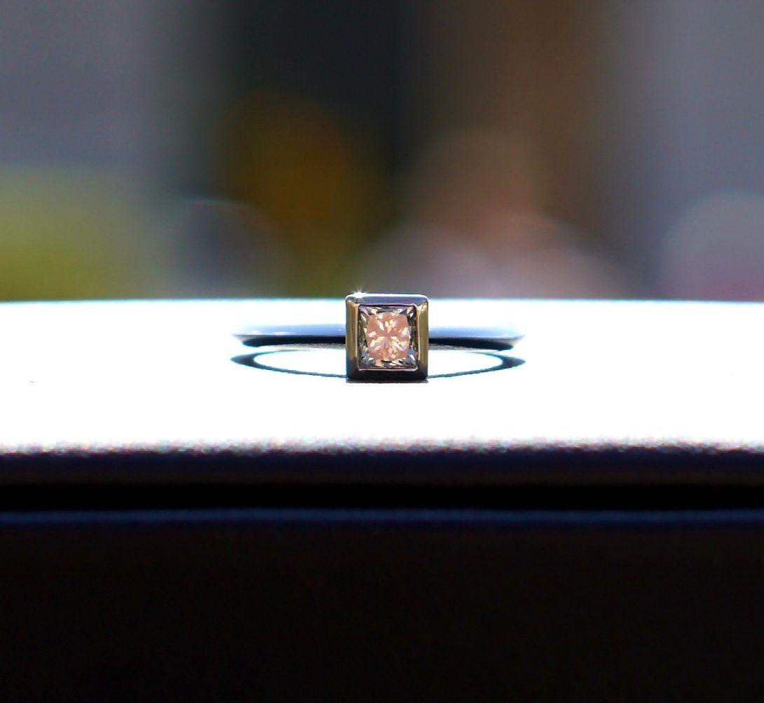 Verlobungsring Aus 950er Platin Mit Einem Diamanten Im Princess Cut