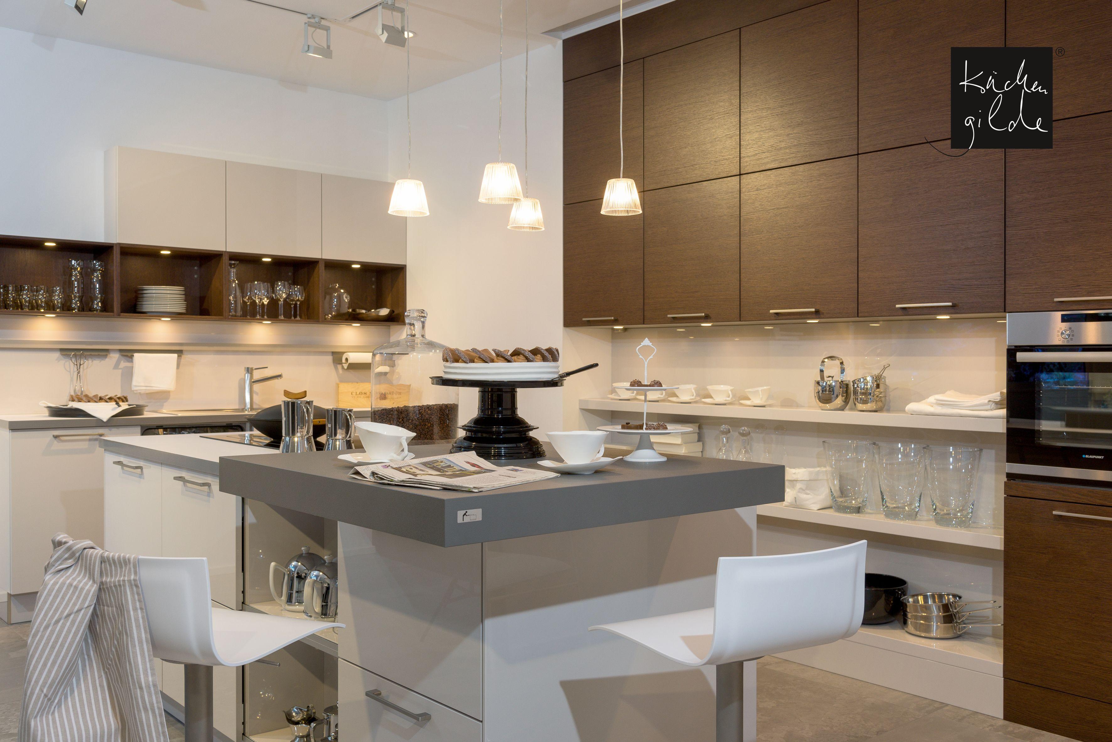 einbauküche mit edlem furnier und kochinsel | moderne küchen, Wohnzimmer dekoo