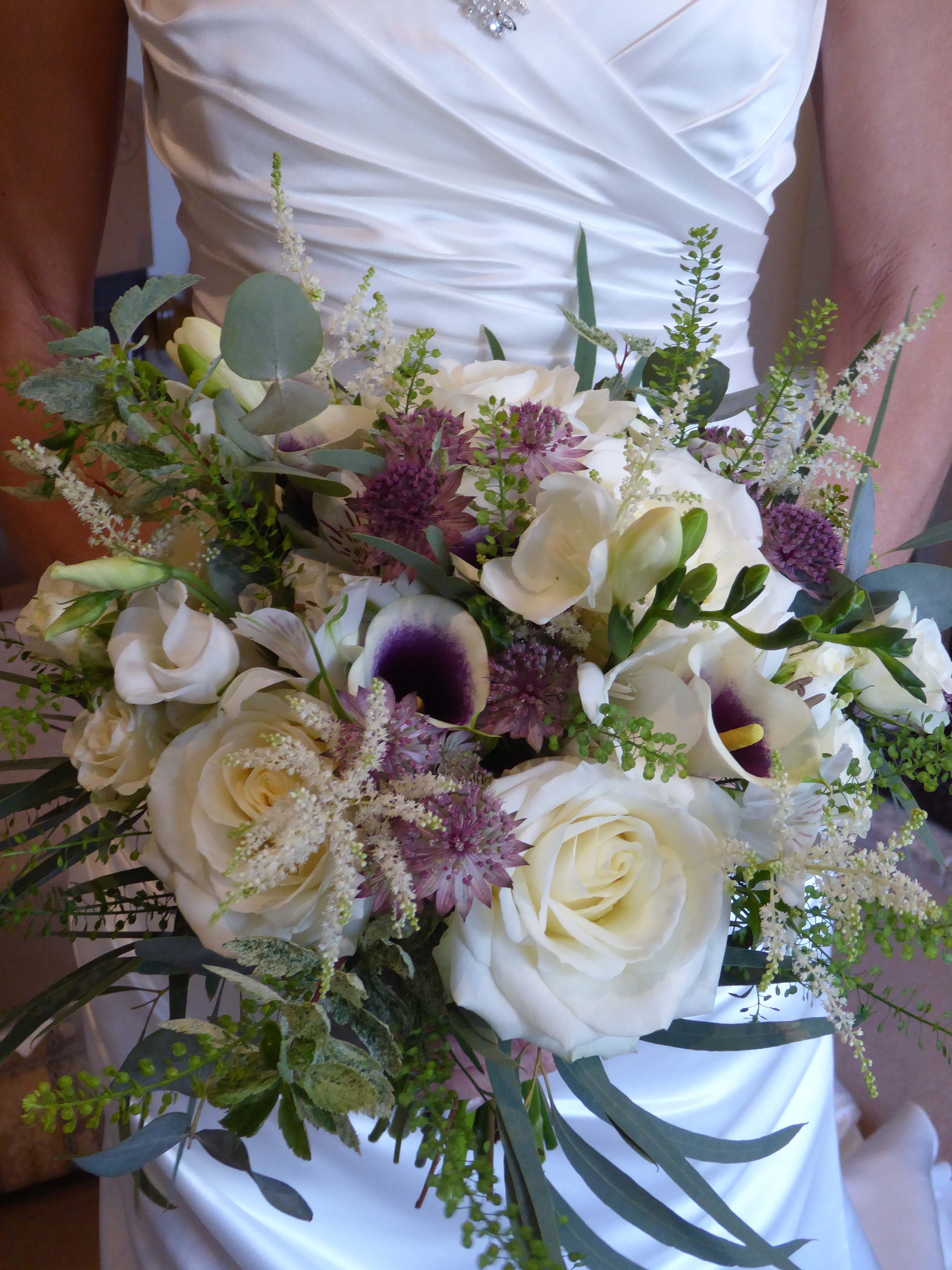 Bridal bouquet relaxed, natural, white & aubergine with