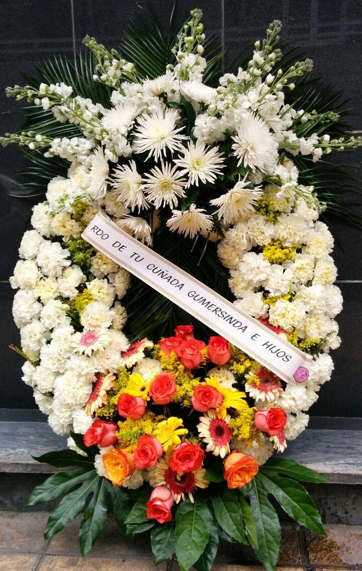 Tenemos un amplio cat logo de coronas de flores para - Coronitas de flores ...