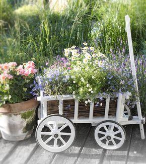 Vintage garten bollerwagen mit blumen bepflanzen for Aussendeko gartendekorationen