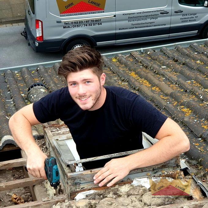 Hier sehen Sie unsere Dachdecker bei den Einbau von