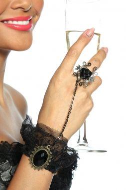 Nur mit den richtigen Accessoires ist ein Outfit komplett! Schöner Gothic-Handschmuck für Damen, die das Ausgefallene lieben! Das Armband au...