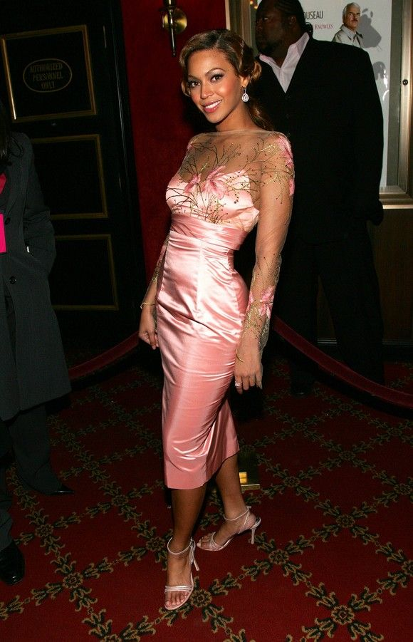 beyonce at the premiere of 'the pink panther' february 2006