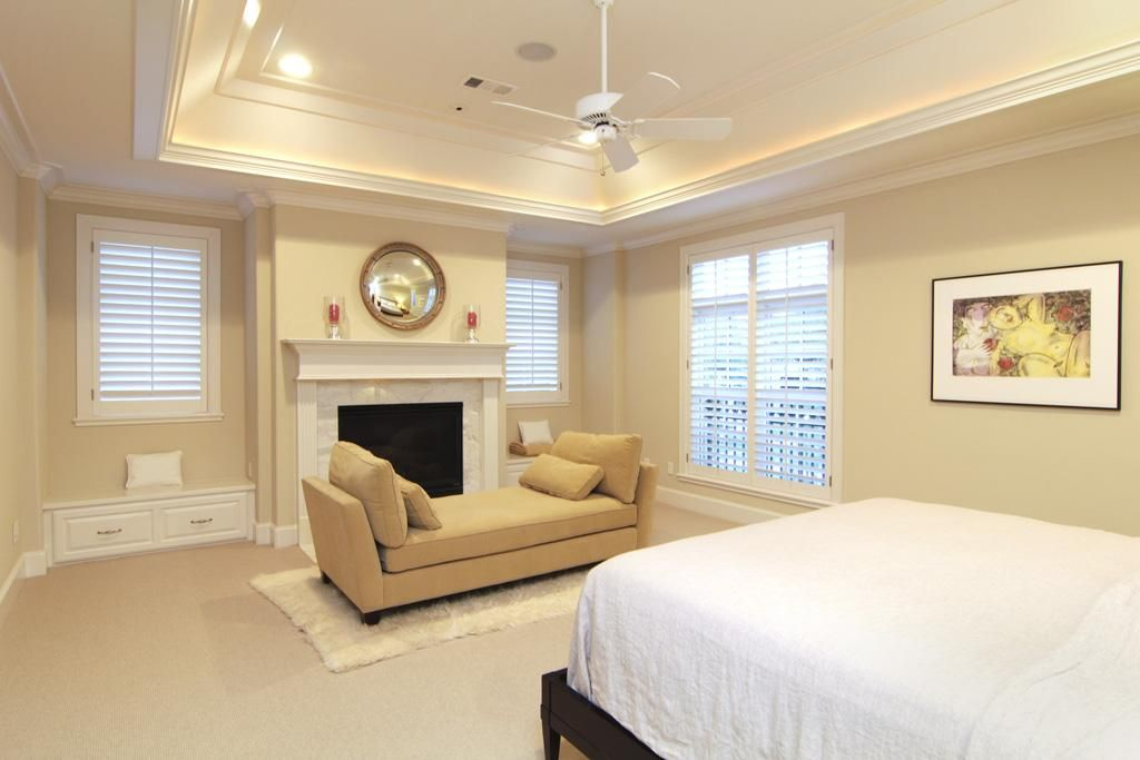Master bedroom 20 x 16 ft 10 ft 6 in coffered ceiling for 10 foot living room