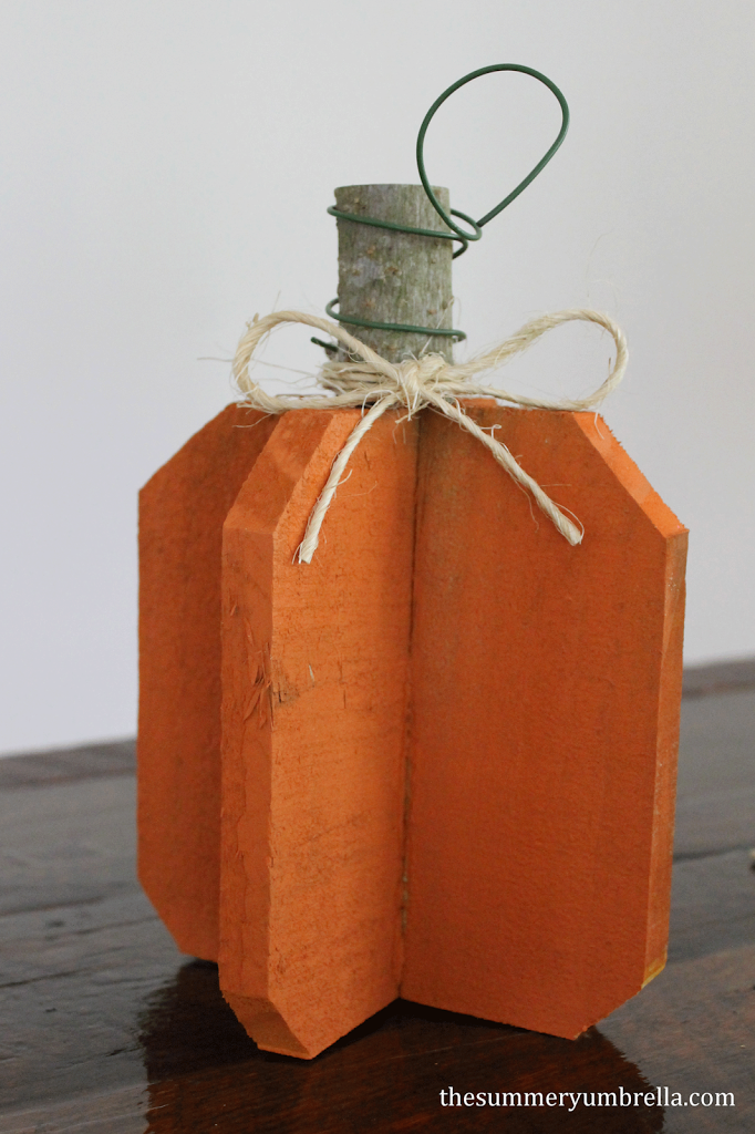 DIY Reclaimed Wood Pumpkins - The Summery Umbrella