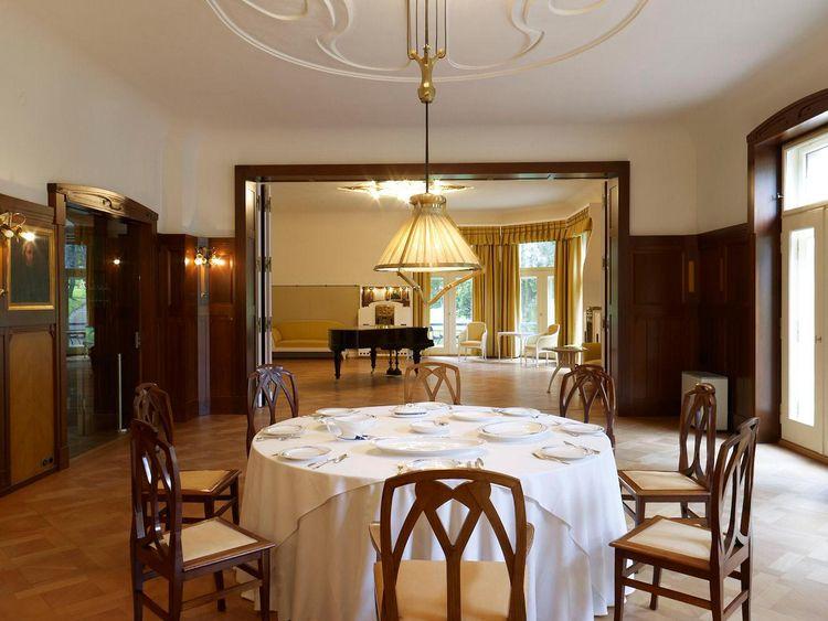 Henry van de Velde. Villa Esche. Dining room with music