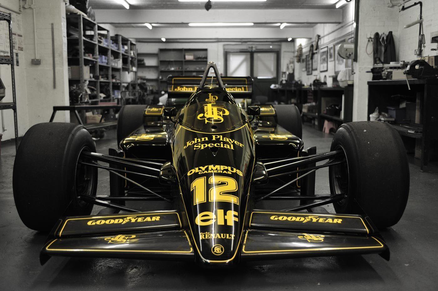 Ayrton Senna Lotus 97T at the garage of Classic Team Lotus in 2016. | F1マシン