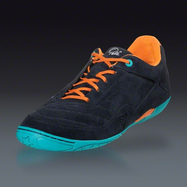 Soccer shoes, Soccer balls