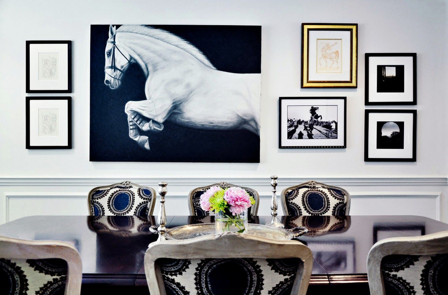 Merveilleux Room · Horse Living Room Decor ...