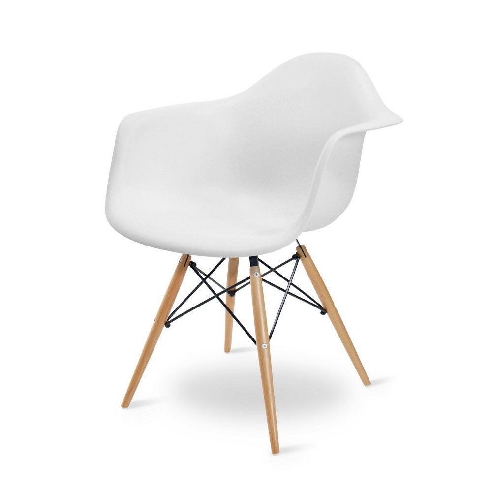 Elegant Eames DAW Replica In The Colour White. The Seat Is Made Of High Quality  Plastic