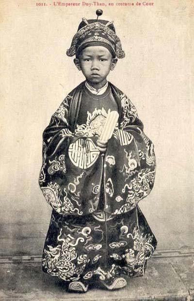 维新皇帝阮福晃(1907-1916在位) 阮福晪,即保大帝,原名阮福永瑞,是越南历史上最后一个王朝阮朝的第13任、也是末代君主,称号先后为安南国王(1926年–1945年)、越南皇帝(1945年)以及南越国家元首(1949年-1955年,年号保大)。