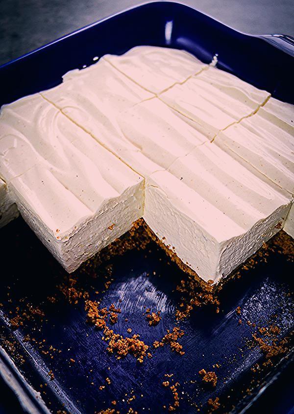 Eggnog Cheesecake - {EASY No Bake Eggnog Cheesecake recipe!} #nobakecheesecake #eggnogcheesecake #eggnogcheesecake