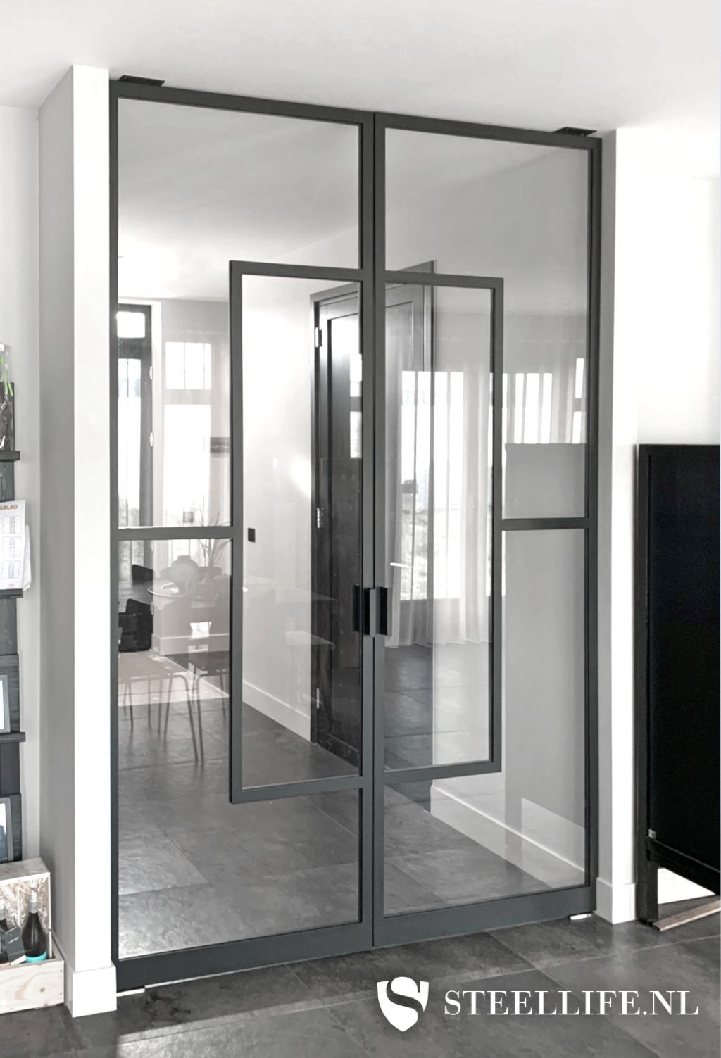 Steel pivot doors in Naaldwijk on roukens.nl