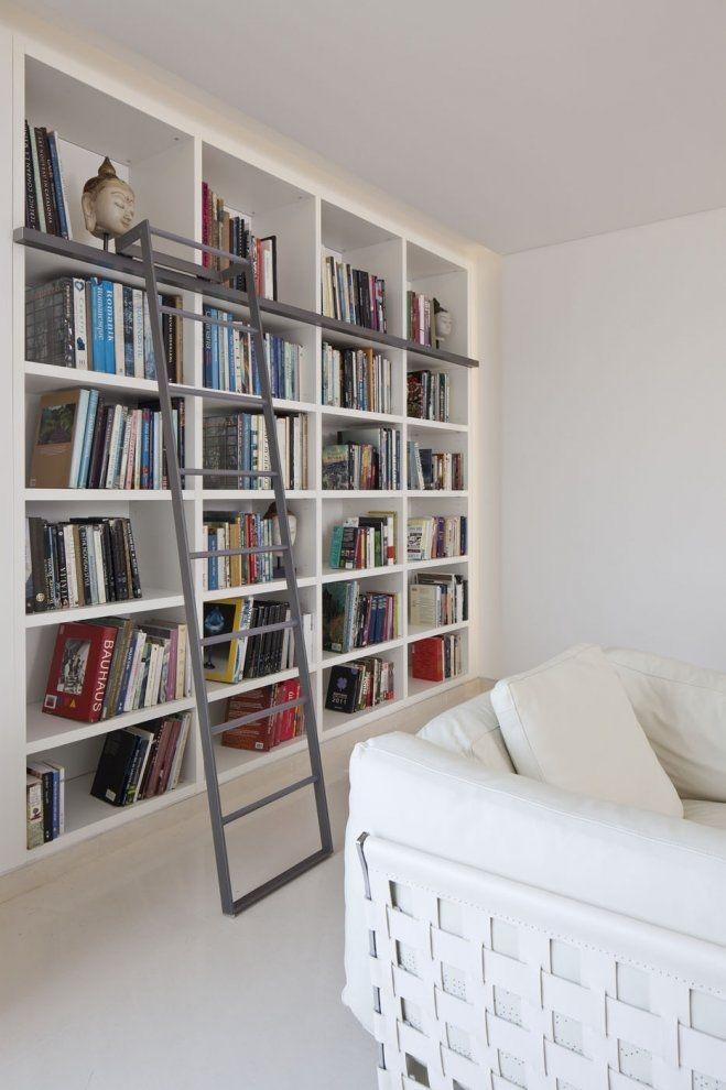 Hoge boekenkast   Boekenkast   Pinterest   Bücherwand, Hausumbau und ...