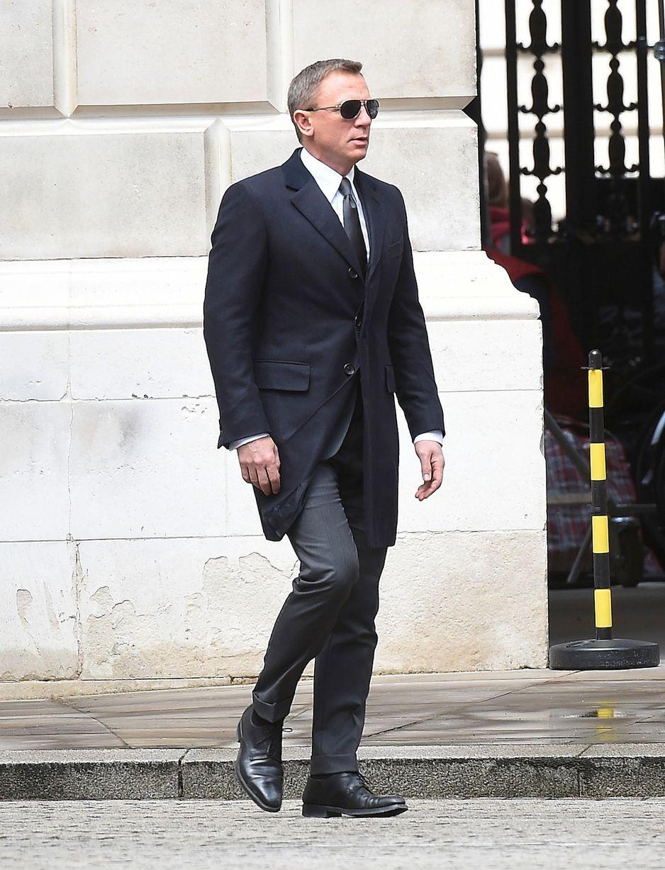 df4498d361e SPECTRE  Daniel Craig looks suave as James Bond meets with Moneypenny