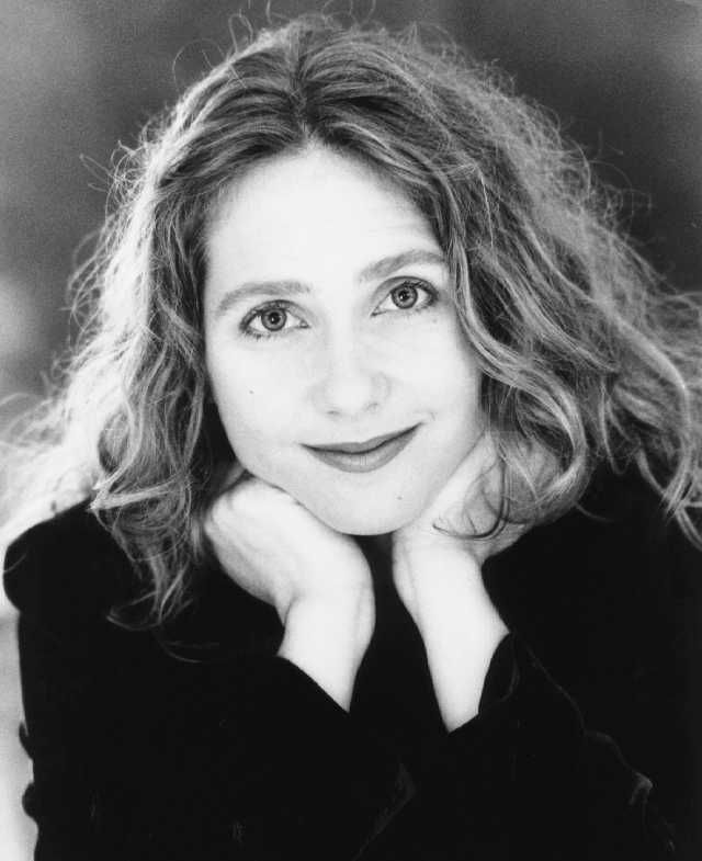 Constanze Backes (1960-)  began her music studies at the Folkwang-Hochschule in Essen. Later, she studied privately. In 1993, performing with Gardiner, she appeared as Barbarina in Mozart's Le nozze di Figaro at the Théâtre du Châtelet of Paris, at the The Royal Concertgebouw, and recorded it for Deutsche Grammophon Archiv. She recorded with Gardiner also for Deutsche Grammophon Valetto in Monteverdi's L'incoronazione di Poppea and Papagena in Mozart's Zauberflöte.