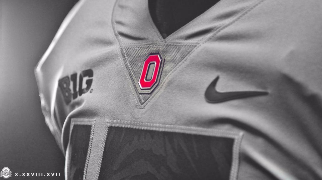 Osu S Wearing Sleek Gray Unis Lebron Cleats For The Penn State Game Football Fashion Ohio State Uniforms Ohio State