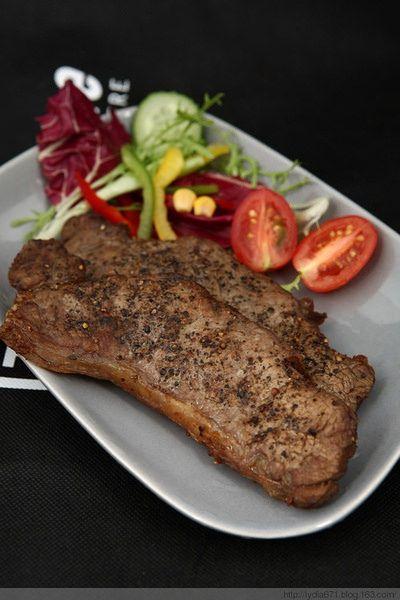 https://flic.kr/p/AW5f8j | Biefstuk | Biefstuk bakken moeilijk? Met onze handige tips zet u in een handomdraai een perfect gebakken biefstuk op tafel. | www.popo-shoes.nl