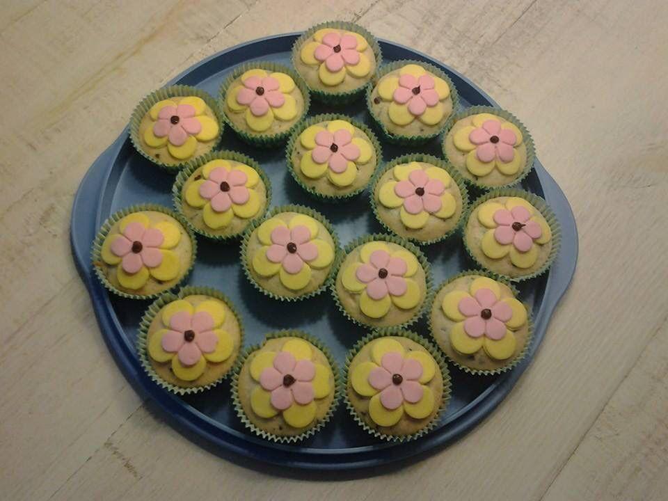 Vanille cupcake met bloemen