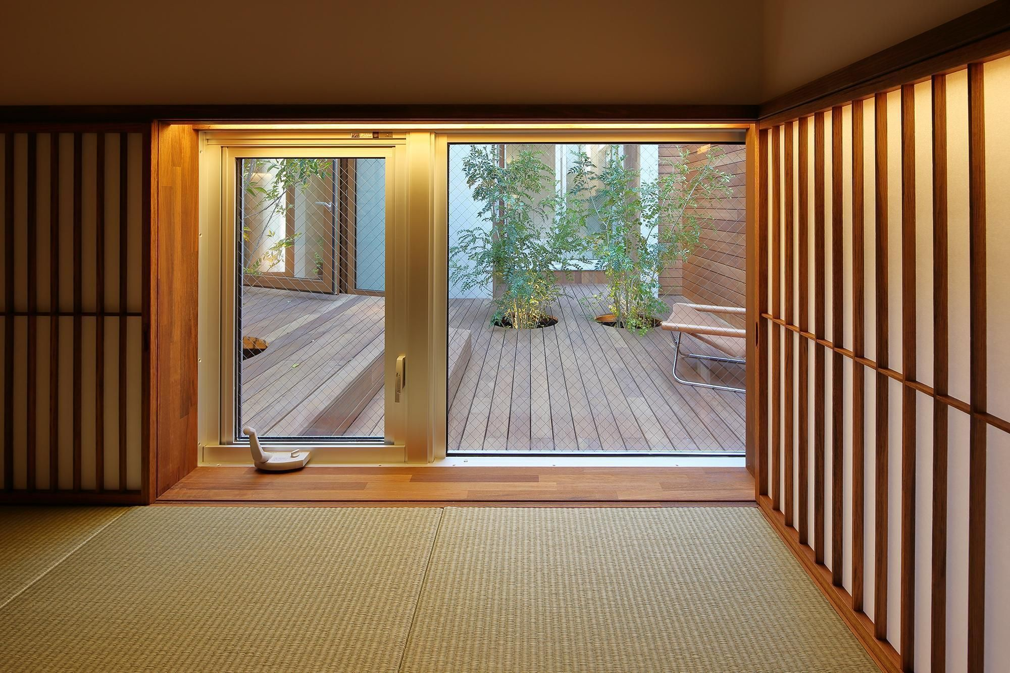 洋室にも取り入れよう 地窓からの眺めが素晴らしいおうち7選