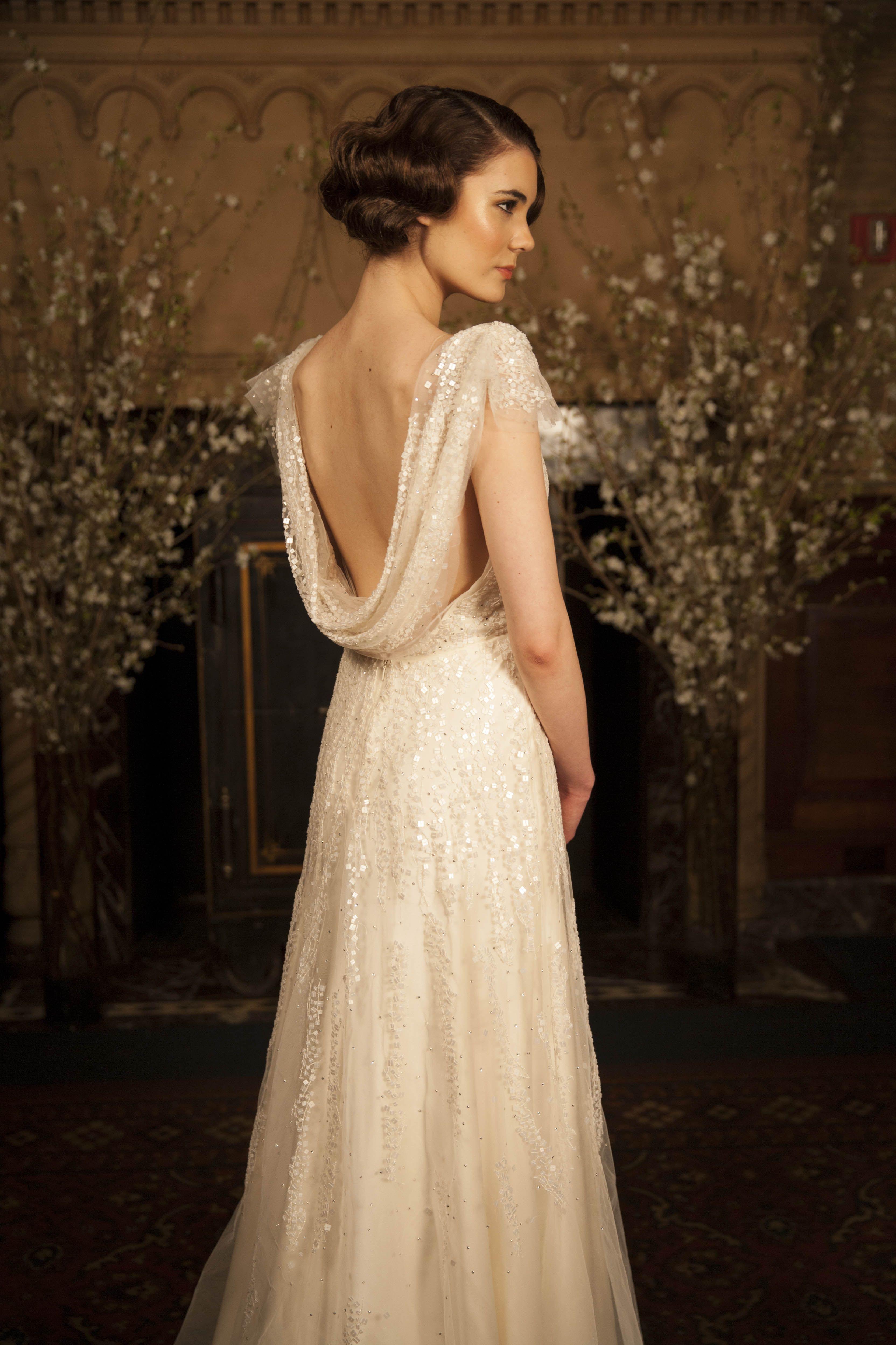 Ein Brautkleid mit Wasserfall-Ausschnitt am Rücken. #Hochzeit #Braut ...