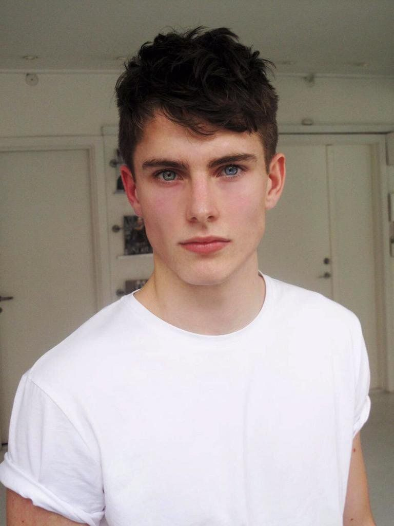 Imagem Relacionada Black Hair Blue Eyes Cute Boys Boy Face