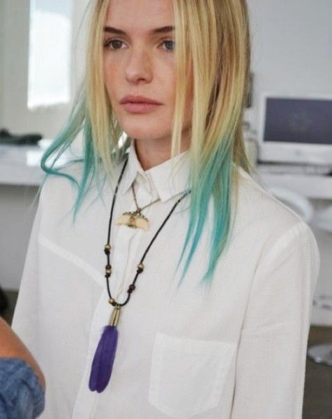Short Blonde Hair With Mint Green Dip Dyed Ends But Short Bob And Bangs Kosmeticheskie Tovary Krasota Volos Volosy