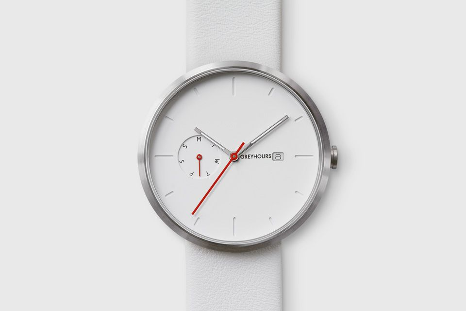 When a 40 mm stainless steel case takes shelter under an ion plated silver coating with the dial dressed in white, a subtle seduction is created by the pow...