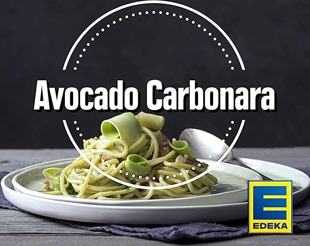 Unsere cremige Avocado Carbonara wird ohne Ei, dafür aber mit ganz viel Avocado zubereitet