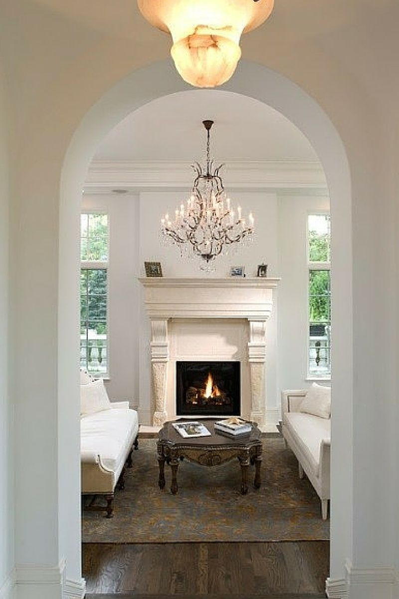 Oc 17 White Dove Recommended As Trim Less Creamy More White And Looks Great Paired With Dove Wing On The Walls Home Eclectic Living Room Classic House