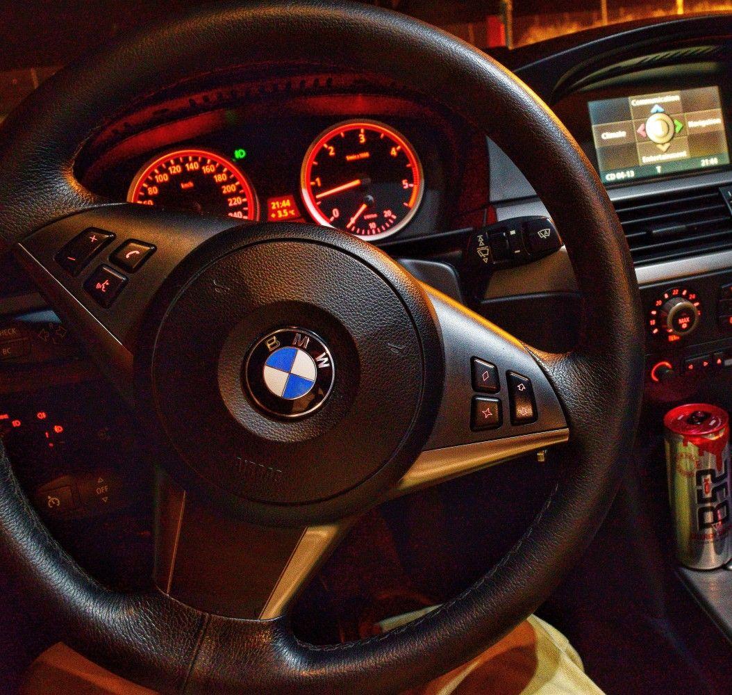Фото бмв за рулем ночью