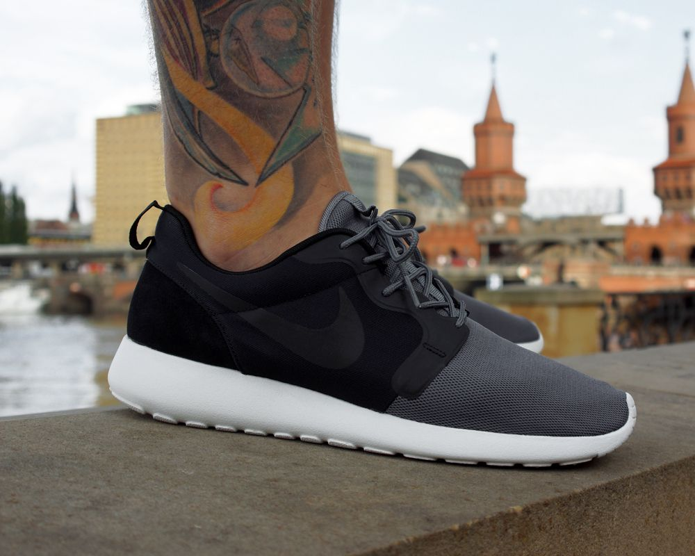 mens nike roshe run hyp red grey