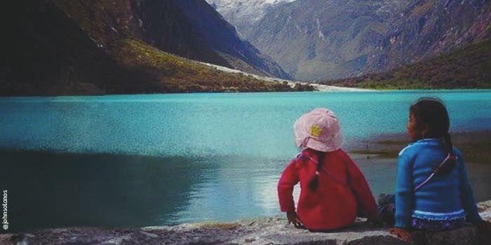 #ExpeAdivina | Es una laguna turquesa con nombre en femenino y masculino, rodeada por picos nevados. ¿Sabes ya su nombre?