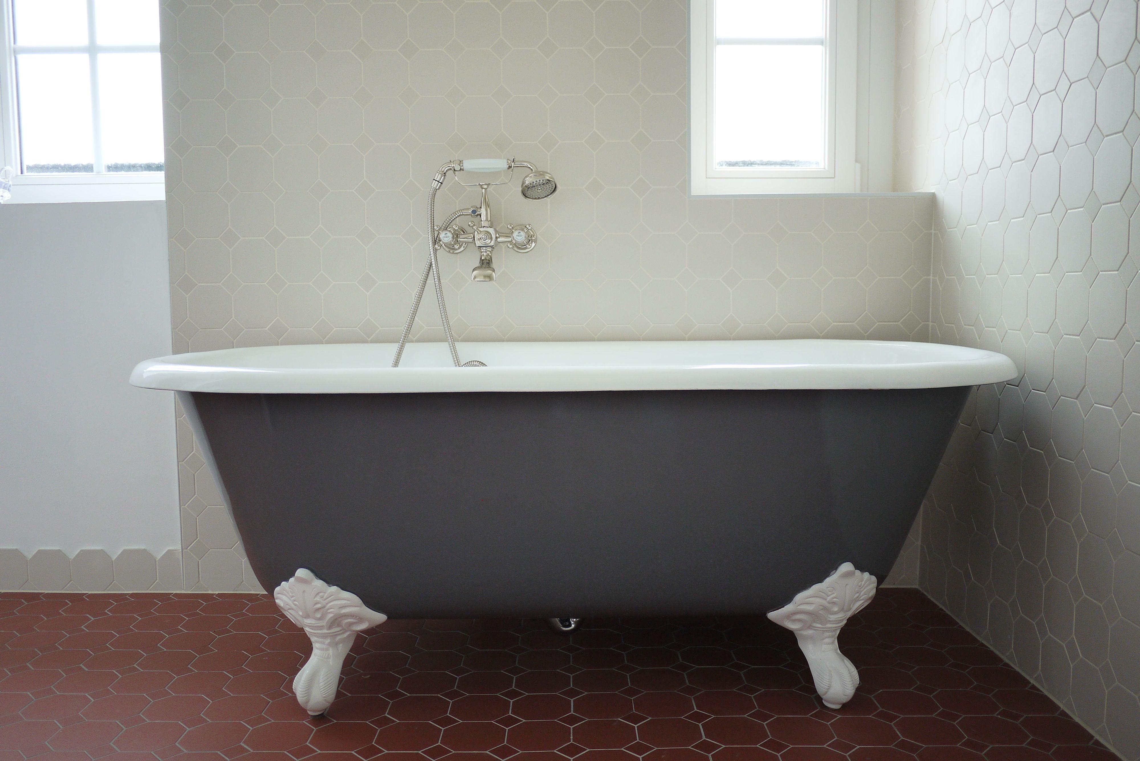 baignoire en fonte patte d'aigle plymouth 153 cm grise et pieds