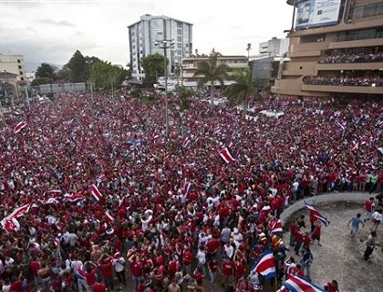 San José, Costa Rica, después de la heróica victoria ante Grecia. Los ticos ya están entre los 8 mejores del mundo: http://washingtonhispanic.com/nota18329.html