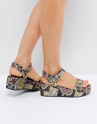 Sandalias con cuña con diseño floral TOUCAN de ASOS UHbtLL