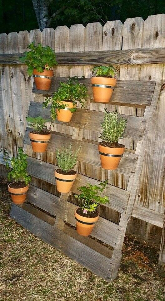 pallet herb garden outdoor ideas pinterest jardins potager and jardinage. Black Bedroom Furniture Sets. Home Design Ideas
