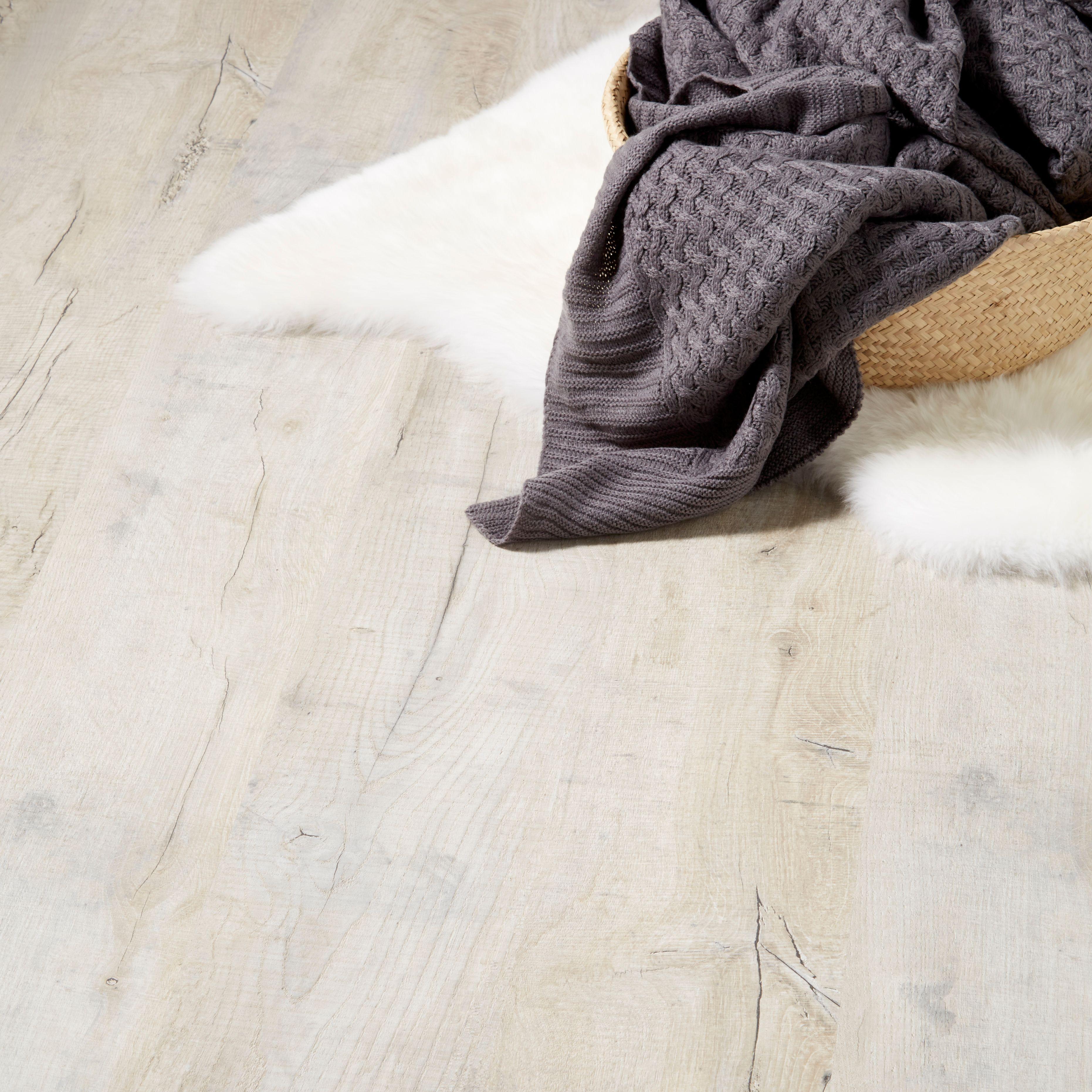 Brisbane Grey Oak Effect Laminate Flooring 1.996 M² Pack