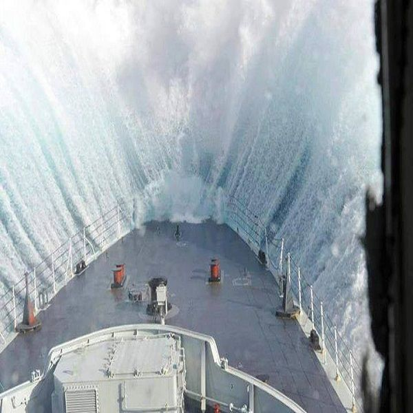 Giant Wave Crashing Into A Ship Cool Photos Amazing Photography
