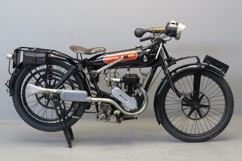 Старинный мотоцикл Beardmore Precision 1923